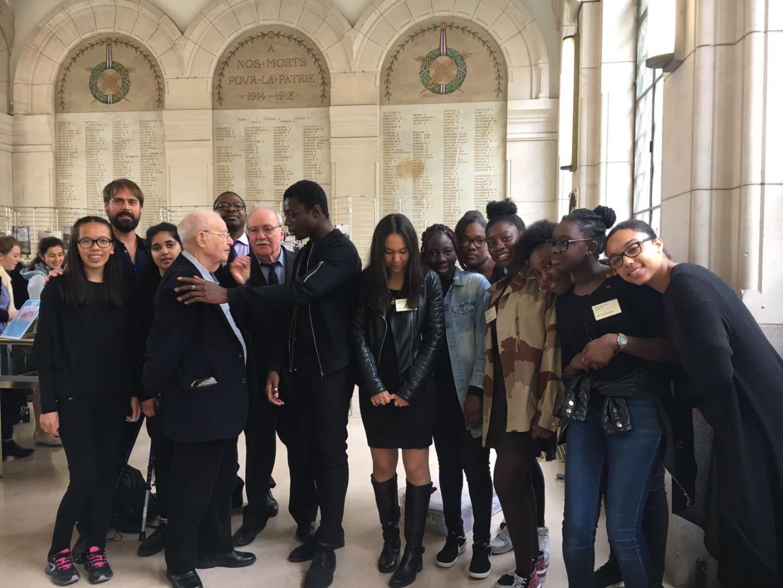 Les collégiens de Stains, participants des concerts 2017-2018, avec Fernand Devaux et Yohann Recoules, à la remise des prix du CNRD le 15 mai 2018